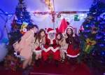 Okinawa Holidays 2013, Zoo Illumination, Japanese cuties pose with Santa
