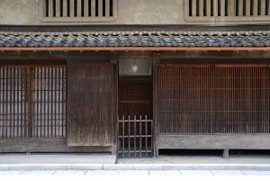 Kōshi lattice work on the ground floor; earthwork walls on the second story with mushikomado windows.