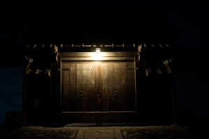 Kyoto Japan Winter 2014, Shunko-in Temple, closed wooden gate lighted at night
