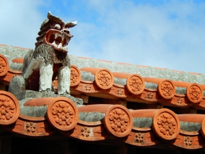Okinawa Jan 2014, Shisa, rooftop lion-dog at Pizza in the Sky