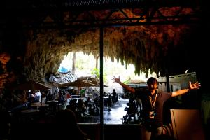The disappointing Cave Café in the background.