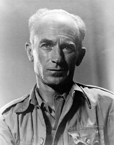 Ernie Pyle looking aged in 1945