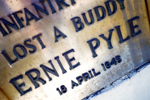 Traces of War 2015, Ie Island, Ernie Pyle monument lost a buddy 1945