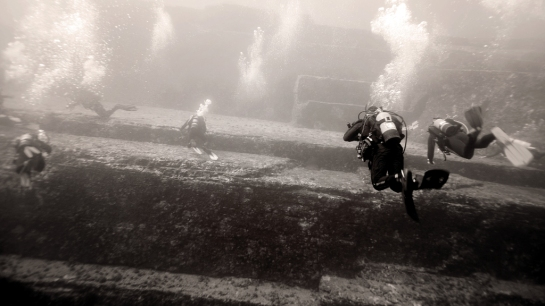 Yonaguni Japan 2015, Scuba Diving, Monument, me swimming along the terraces
