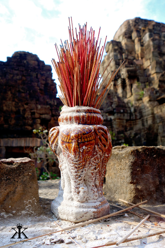 Cambodia 2015, Ta Prohm & Yeay Peau, incense offerings WM