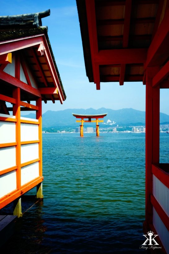 Miyajima 2015, Itsukushima Shrine, arched Torii WM