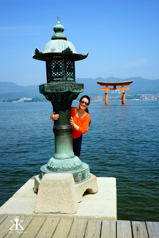 Miyajima 2015, Itsukushima Shrine, flirting with the floating Torii WM