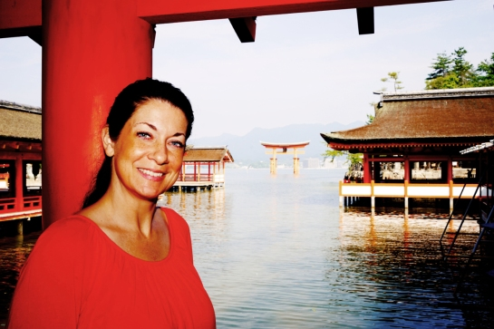 Miyajima 2015, Itsukushima Shrine, Jody and the floating torii 2
