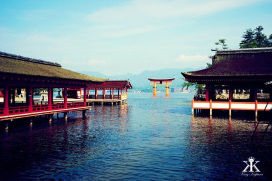Miyajima 2015, Itsukushima Shrine, otorii gate across the shrine's tidal pools WM