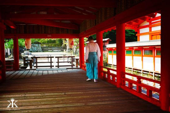 Miyajima 2015, Itsukushima Shrine, Shinto Monk walking the shrine WM