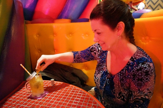 tokyo-2016-kawaii-monster-cafe-jody-with-her-experimental-cocktail