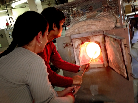 Winding Molten Glass on the Iron Blowing Pipe