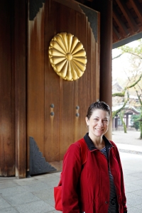 tokyo-2016-yasunkuni-shrine-jody-at-the-main-gate-entrance-to-the-shrine