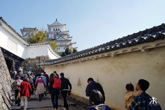 kobe-2016-himeji-jo-castle-visitors-at-the-castle-wm