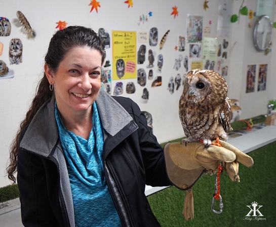 kobe-2016-owl-cafe-jody-holds-a-feathered-friend-wm